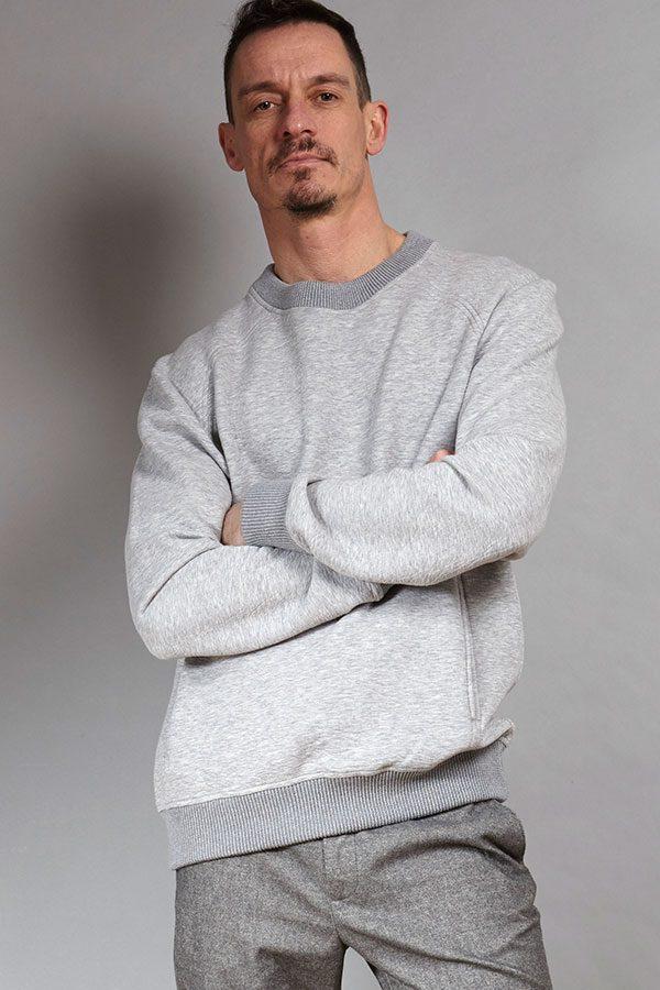 Grey luxurious sweater | Sustainable menswear